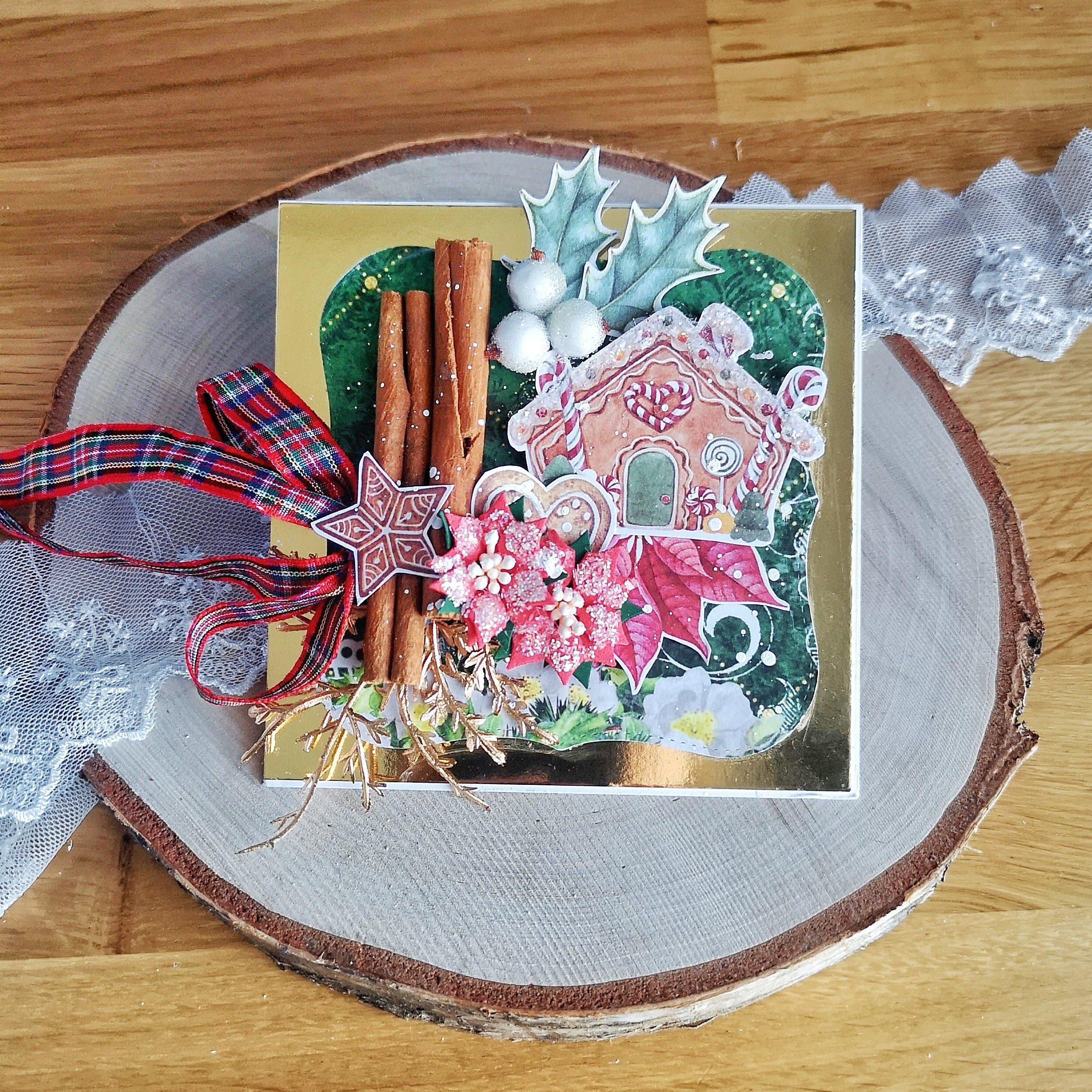 Złota kartka świąteczna pachnąca cynamonem. Kartki świąteczne to wspaniały pomysł na złożenie życzeń.