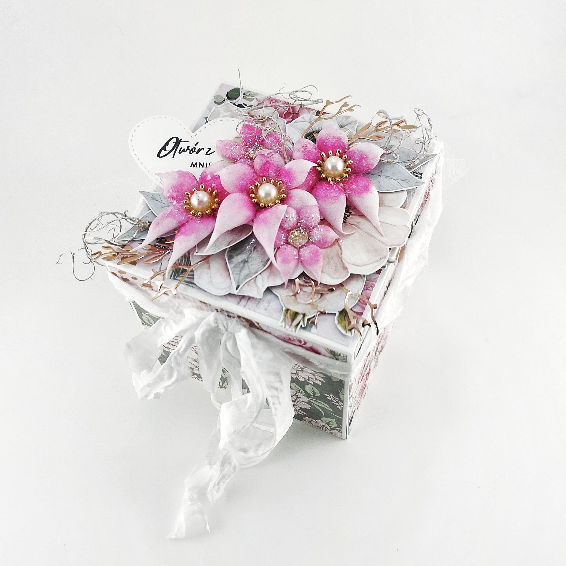 Exploding box na zaręczyny. Oryginalny pomysł na oświadczyny. Ręcznie robione pudełko na pierścionek zaręczynowy.