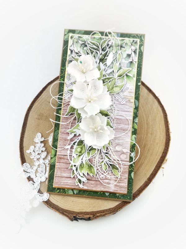 Kartka okolicznościowa w klimacie boho. Kartka z ręcznie robionymi kwiatami. Kartka w stylu eko.